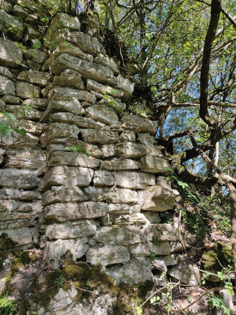 Rocca Accarina, contrafforte di sinistra