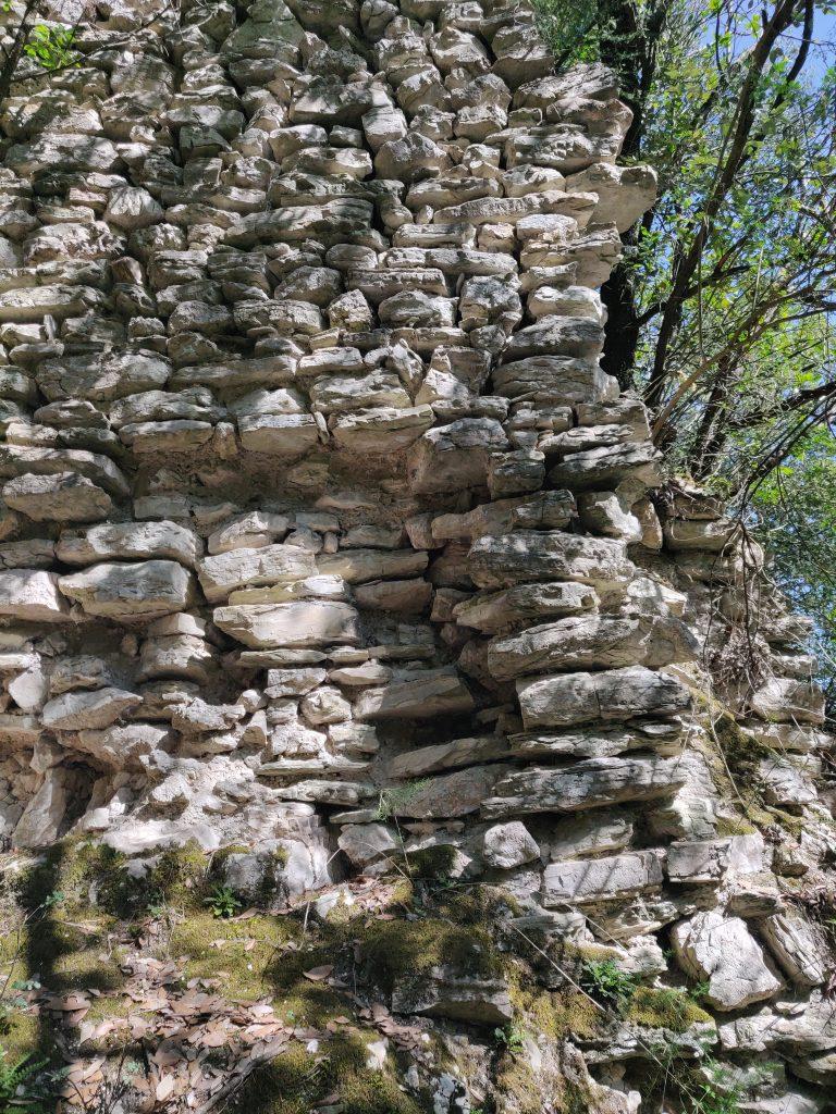 Rocca Accarina, mura perimetrali